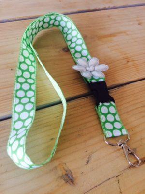 keycord groen wit grote stip big dot vrolijk bloem detail