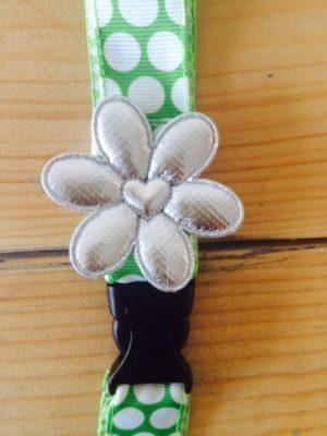 keycord groen wit grote stip big dot vrolijk bloem detail 2
