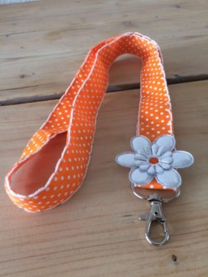 Keycord oranje/wit gestipt met bloem detail 1