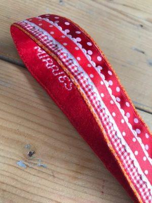 polscord sleutelhanger rood oranje dots stippen vilt ruitje detail