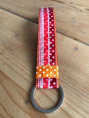 polscord sleutelhanger rood oranje dots stippen vilt ruitje detail 1