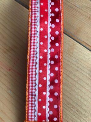 polscord sleutelhanger rood oranje dots stippen vilt ruitje detail 2