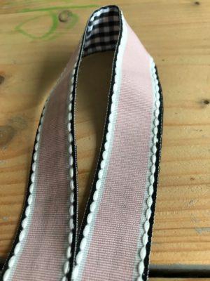 Keycord licht roze stitch ideaal voor de huissleutel of fietssleutel cadeau kado - detail