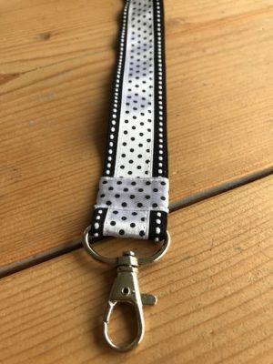 keycord zwart en wit polkadot stitch stipjes handig om je nek huissleutel fietssleutel cadeau kado detail