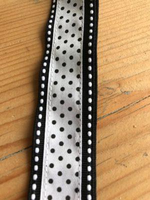 keycord zwart en wit polkadot stitch stipjes handig om je nek huissleutel fietssleutel cadeau kado detail 1
